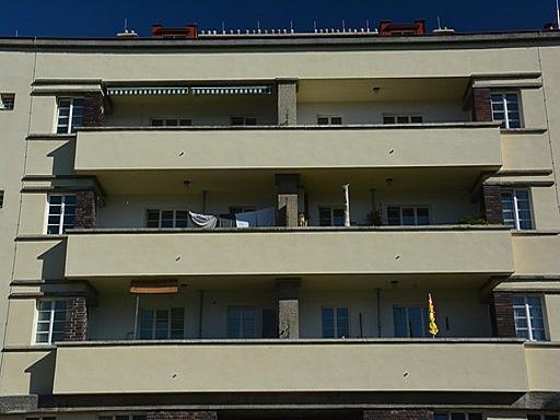 Darstellung Wohnblock mit Balkonen